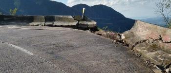 Caminhão despenca em precipício na Serra do Rio do Rastro