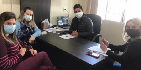 Secretário de Assistência Social de Papanduva Moisés Passos, recebe visita da secretária de Irineópolis.