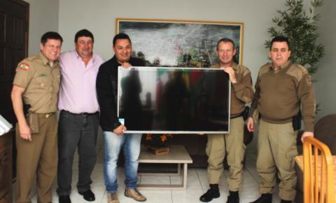 Governo entrega tela para o sistema de vídeomonitoramento das câmeras de segurança da policia Militar de Papanduva