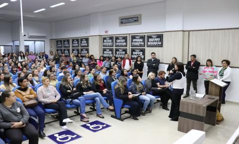 Governo do Município apresenta o Plano Municipal da Educação para a comunidade.