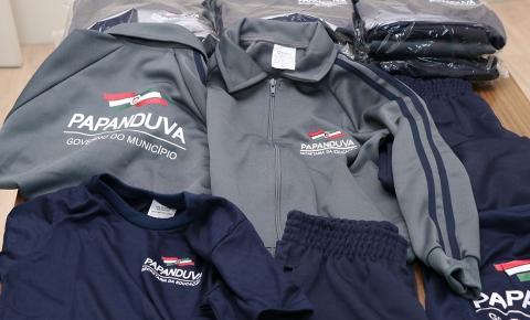 Secretaria da Educação de Papanduva inicia entrega de uniformes.