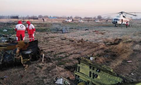 Sem sobreviventes: avião com 176 pessoas cai na capital do Irã