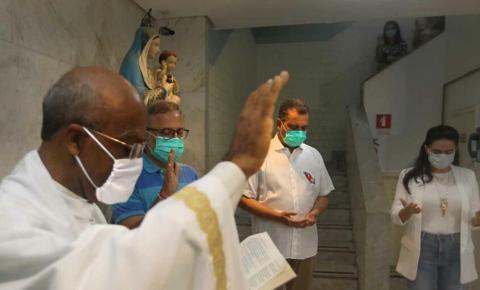Brasil bate novo recorde e tem 407 mortes por Covid em 24 h