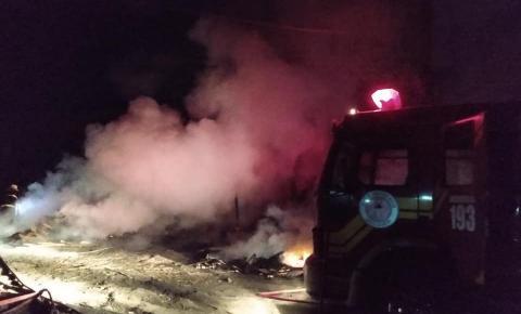 Incêndio atinge fábrica de compensados em Monte Castelo SC