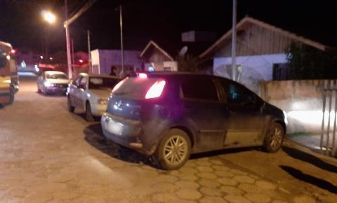 Carro com placas de Papanduva colide contra muro e homem fica ferido em Major Vieira