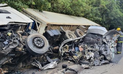 Motorista morre em acidente entre carro e caminhão na Serra Dona Francisca